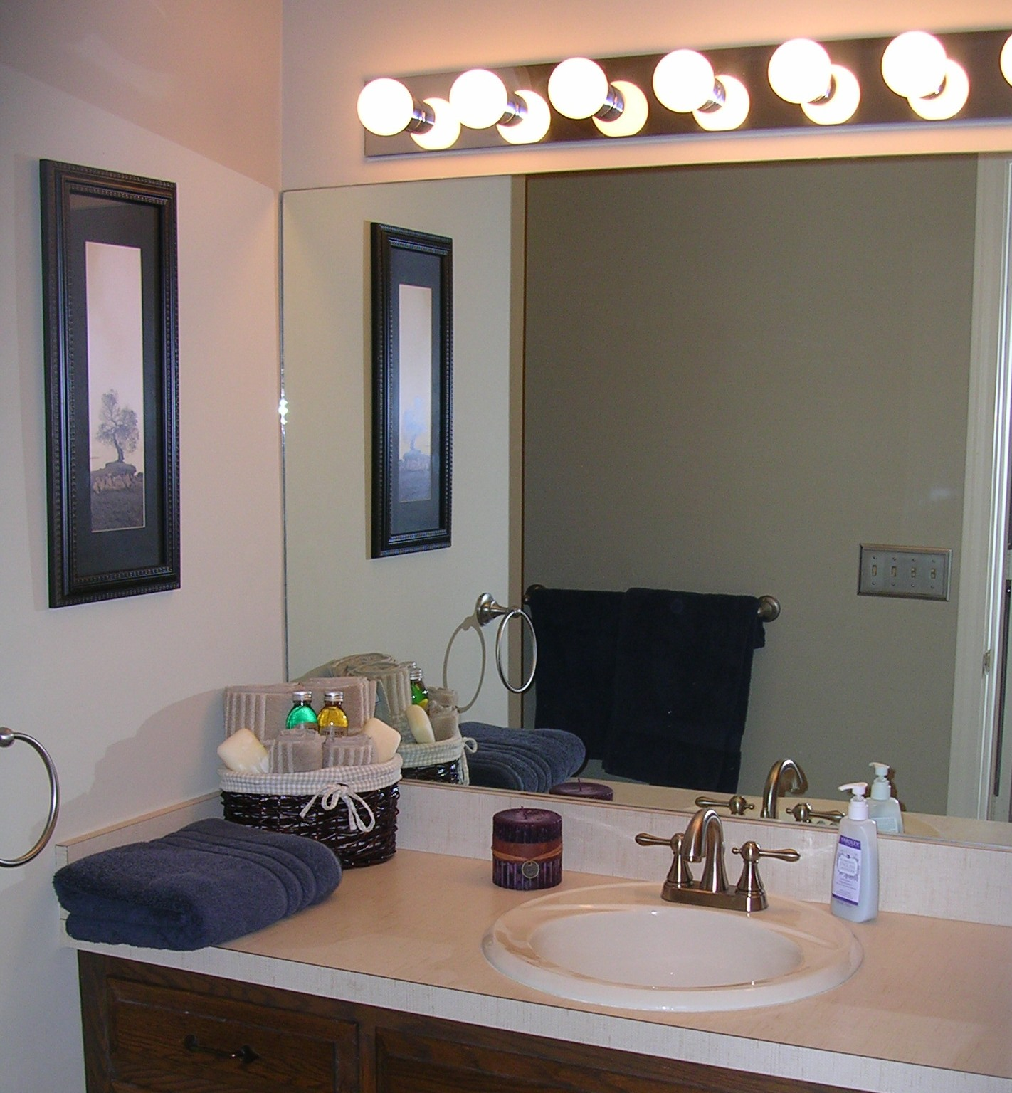 Home staging consultation long distance atwell staged home for Staging a bathroom ideas