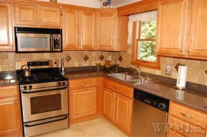 Home Staging brings Multiple Offers on a House - Kitchen listing picture