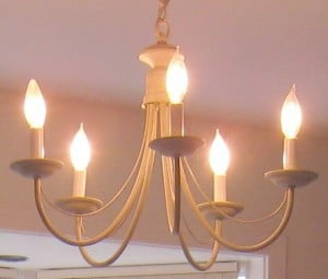 DIY Home Decorating Tip that Really Works - Chandelier Before