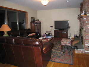 Home Buyers: Home Staging Makes Houses Memorable - Family Room Before Home Staging