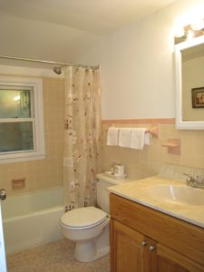 Home staging believer's upper bath after home staging