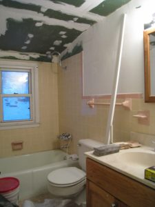Home staging believer's upper bath before home staging